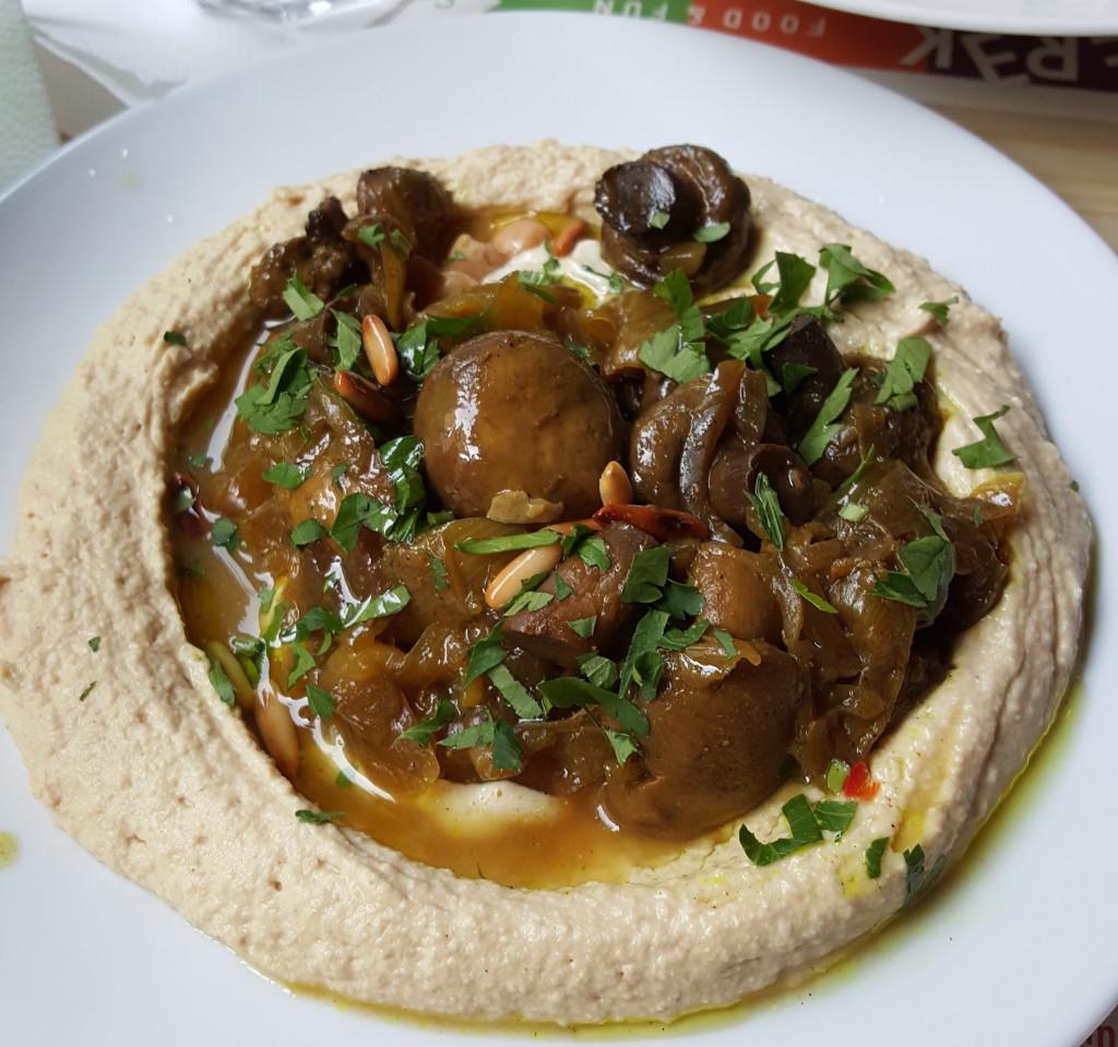 Restauracja Shipudei Berek hummus grzyby