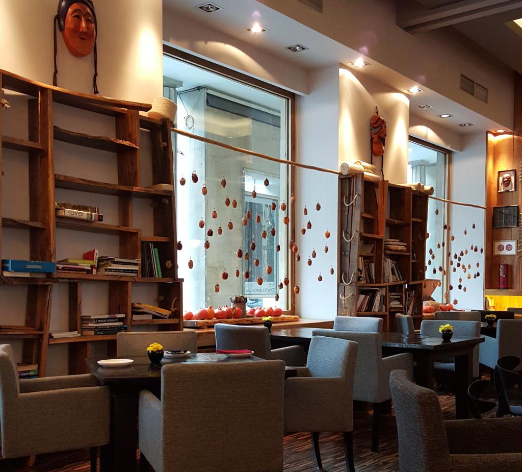 Onggi wnętrze restauracji stoliki