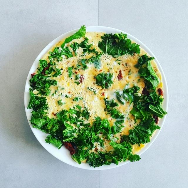 omlet jarmuż