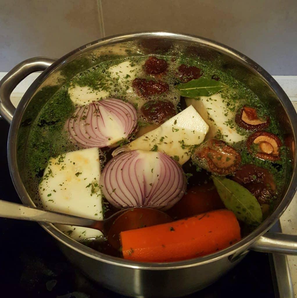 wegański bulion gotowanie 1