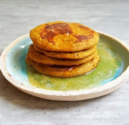 Owsiano-bananowe placuszki z kurkumą i cynamonem