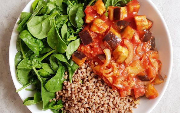 bakłażan duszony z pomidorami