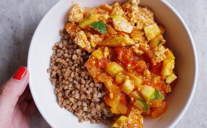warzywa duszone z tofu