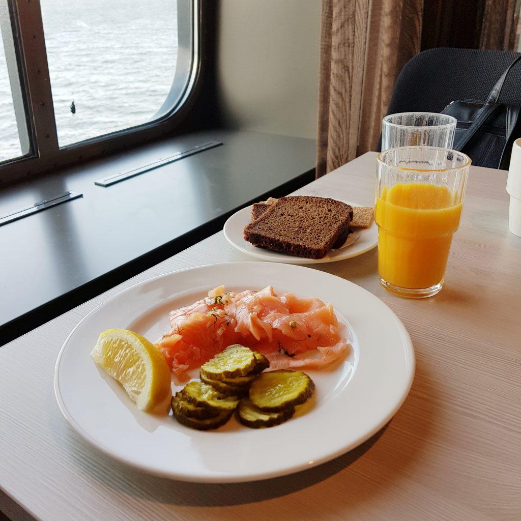 Helsinki śniadanie na promie