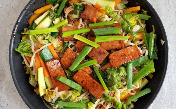 makaron chow mein z tofu