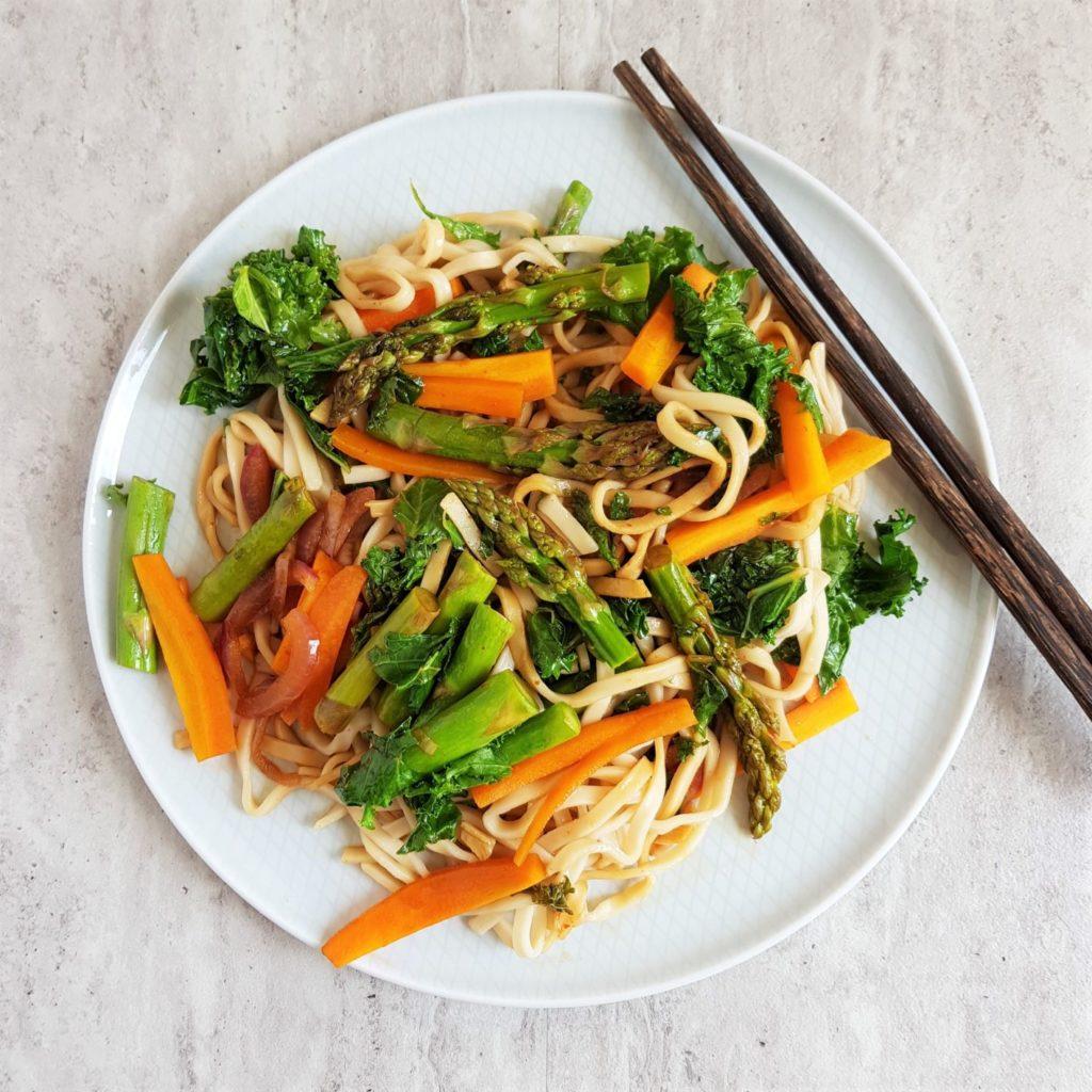 chow mein z warzywami