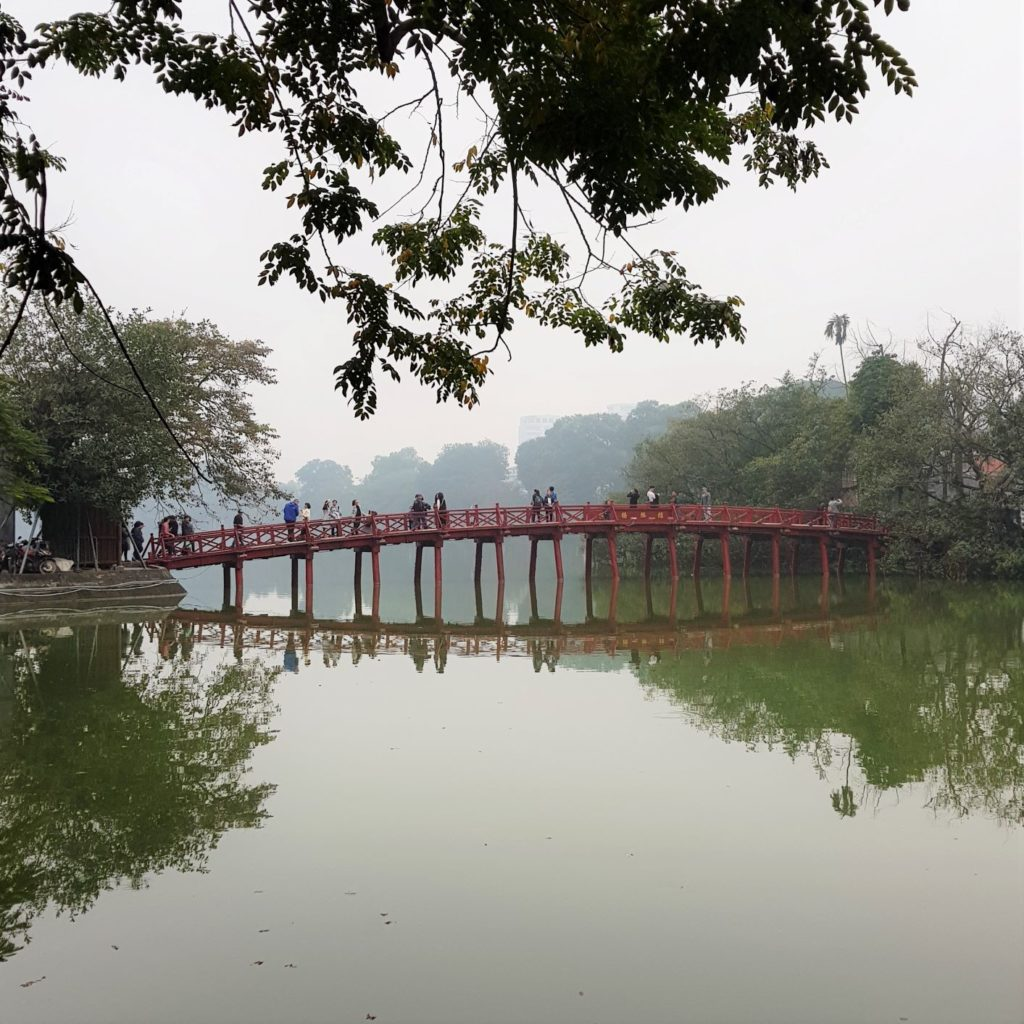 czerwony mostek na Jadeitową Wyspę
