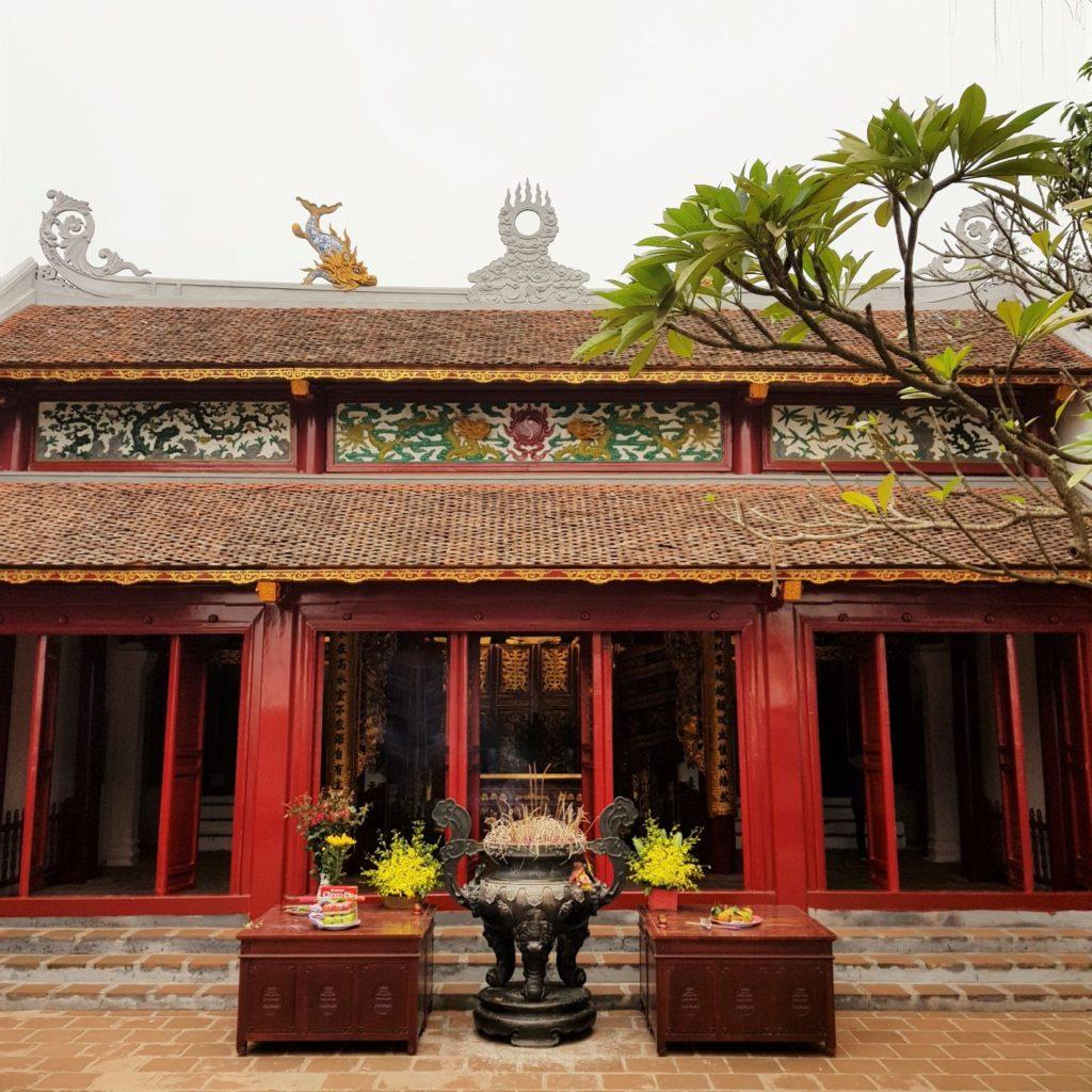 Świątynia na Jadeitowej Wyspie -uroczy budynek. Przewodnik po Hanoi