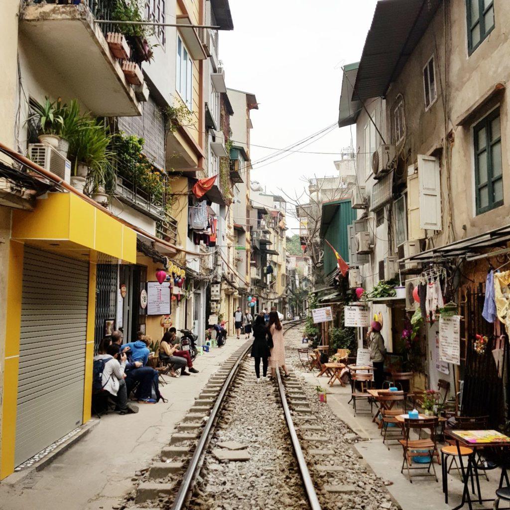 mini przewodnik - train street w Hanoi