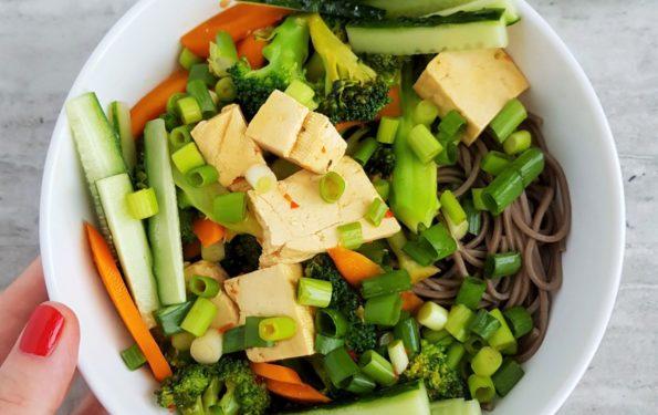 Azjatycki makaron z warzywami