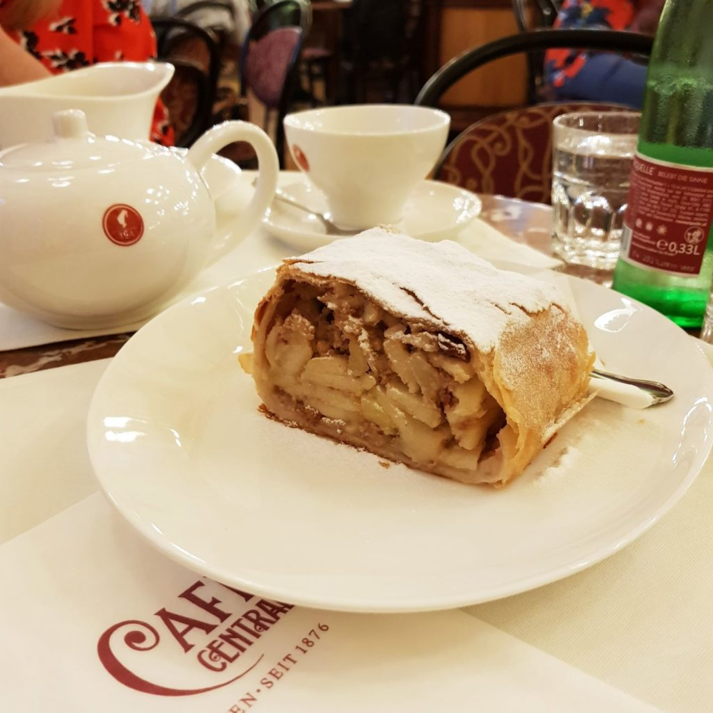 Strudel w Cafe Central w Wiedniu