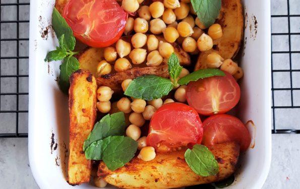 pieczone ziemniaki z pomidorami
