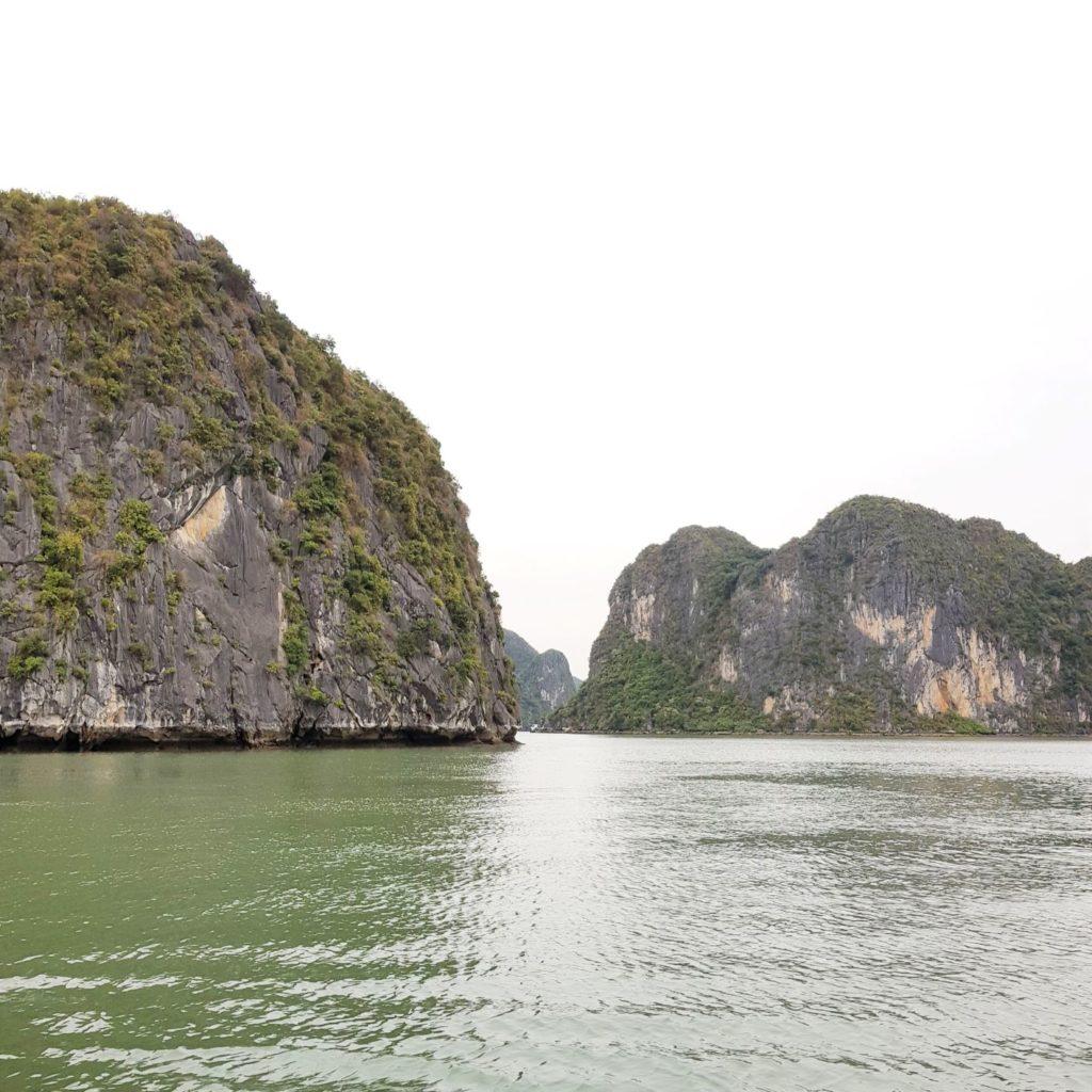 skały w zatoce