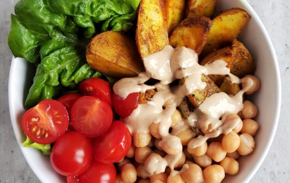 lunch bowl z pieczonymi ziemniakami