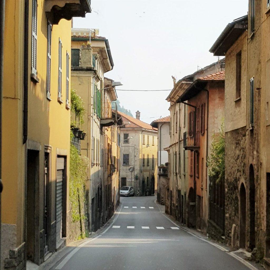 włoskie miasteczko nad jeziorem Como