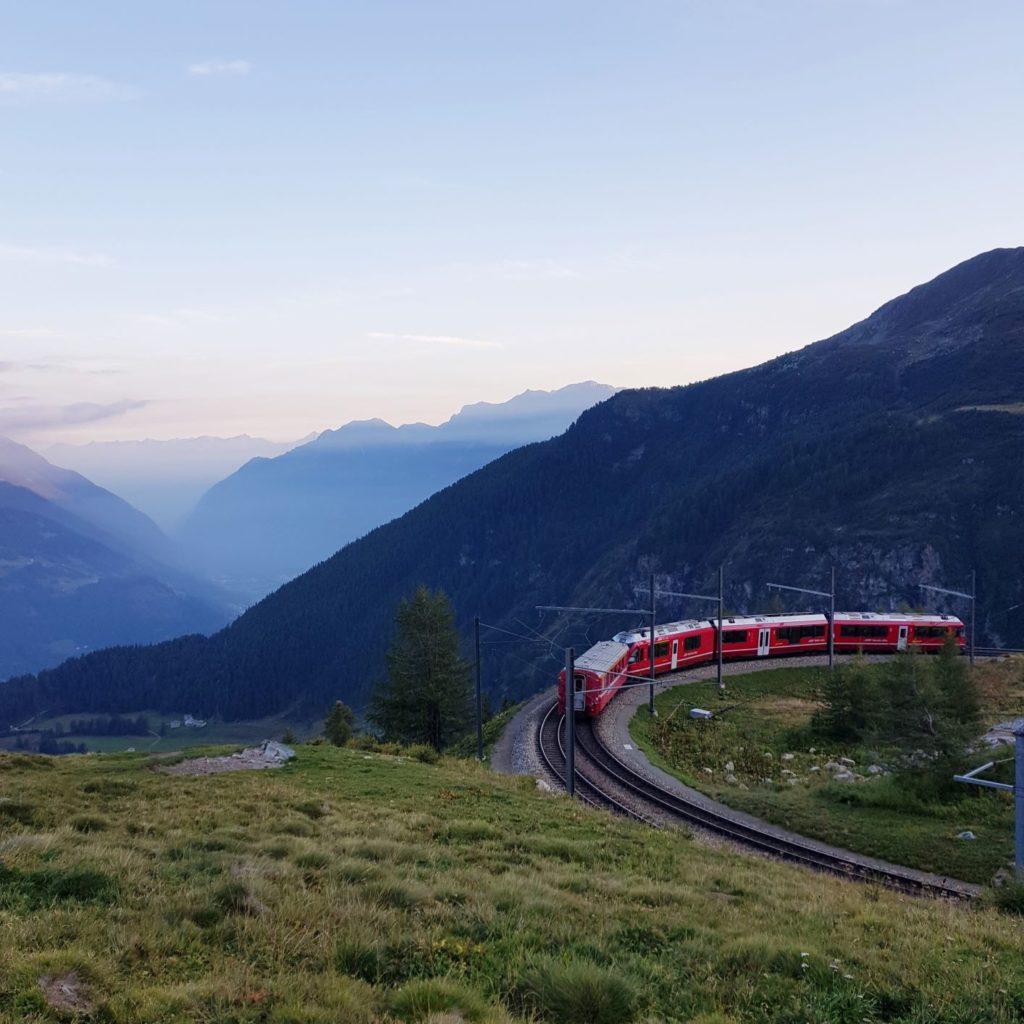 pociągiem do Alp Grum
