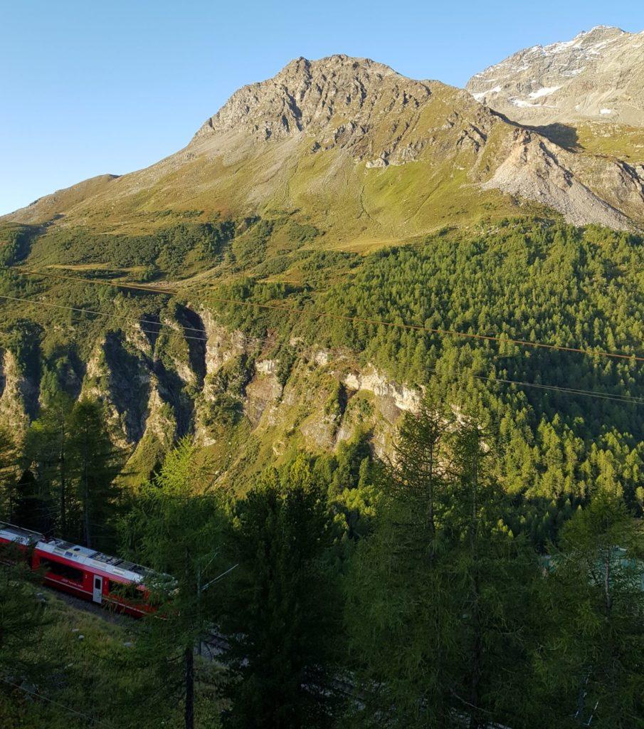 Alp Grum pociąg z okna