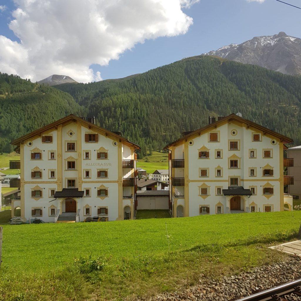 domy w dolinie