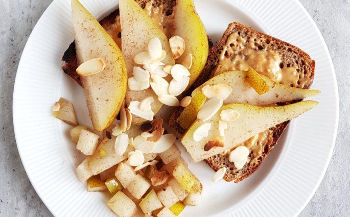 szybkie tosty z gruszką