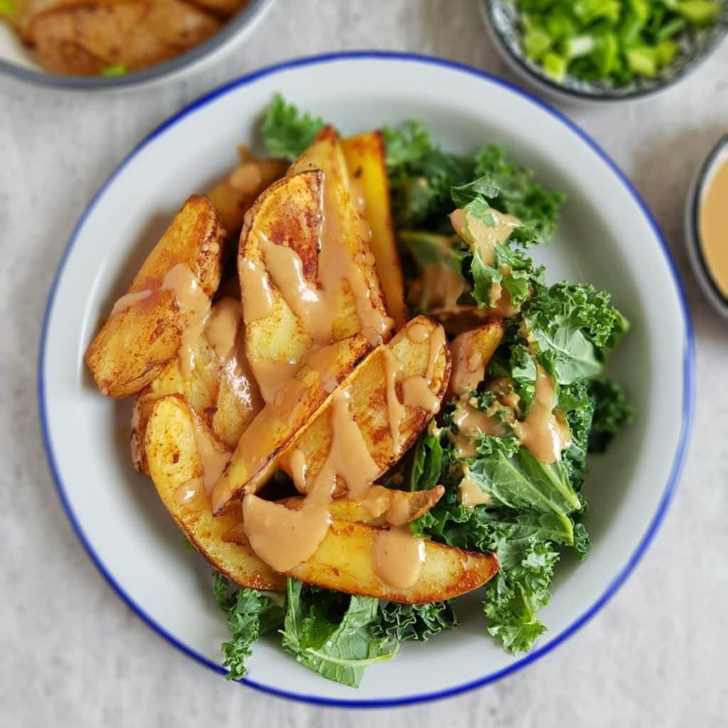 pieczone ziemniaki z sosem