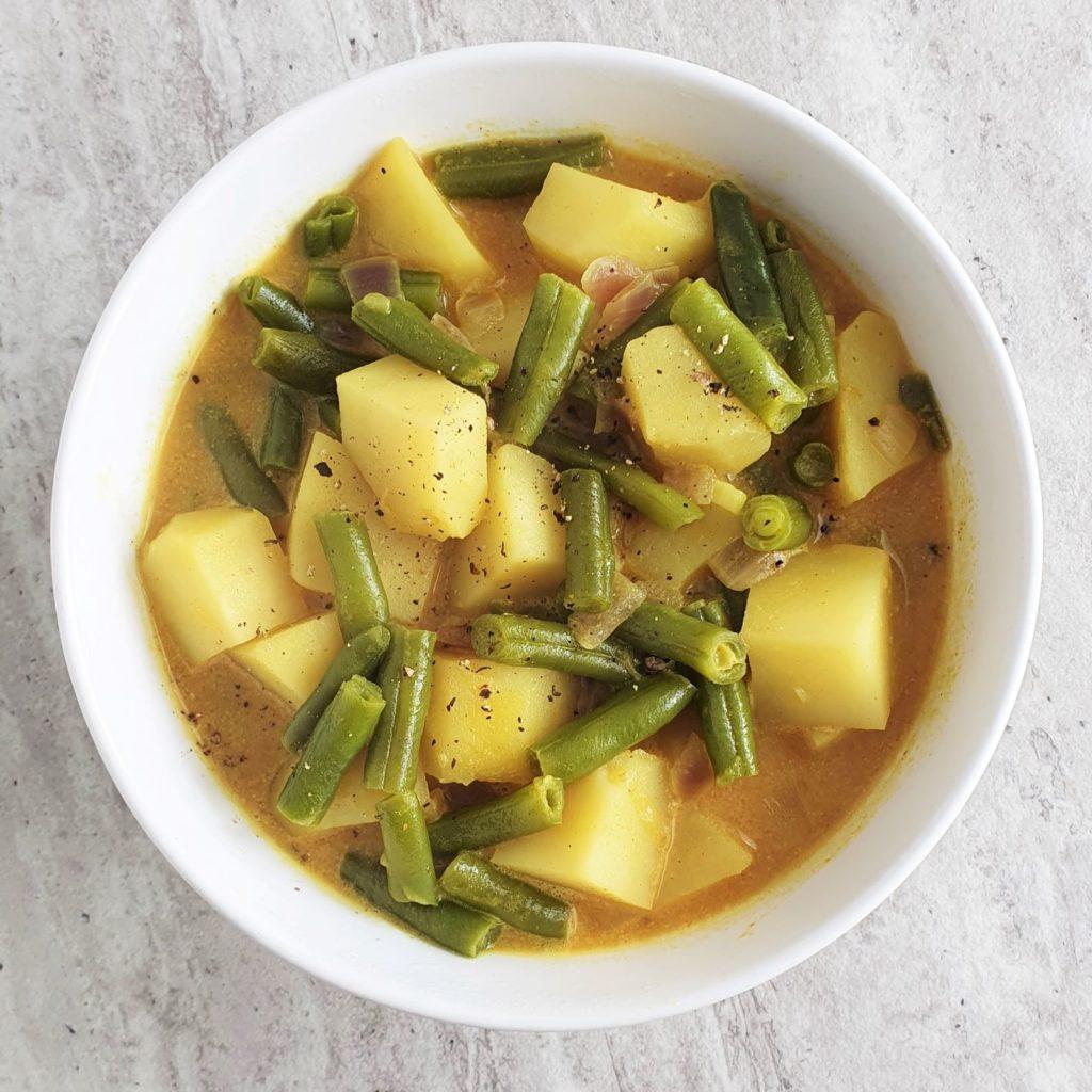 ziemniaczane curry z fasolką
