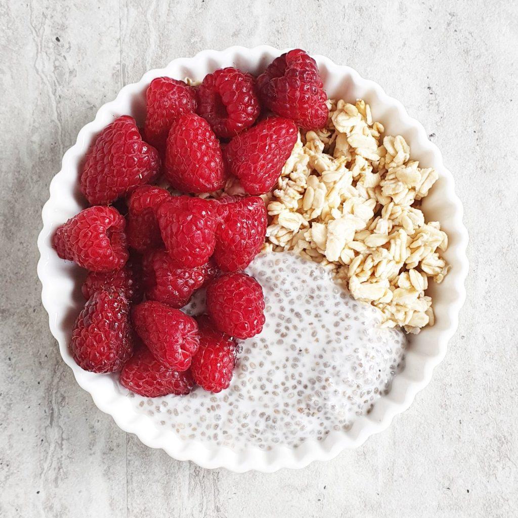 maliny i śniadanie
