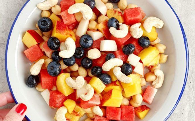Owocowa sałatka na śniadanie