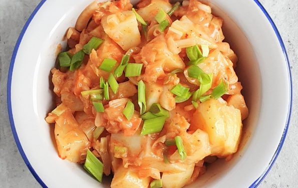 Ziemniaczana sałatka z kimchi