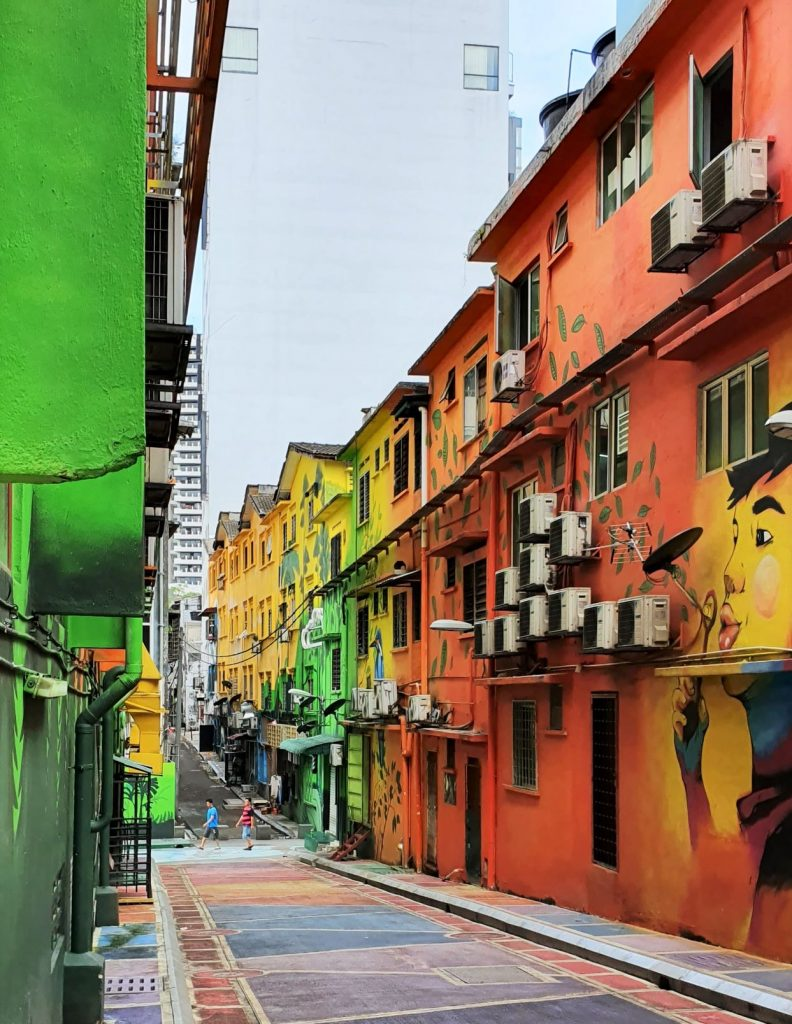 Kolorowe uliczki w pobliżu Alor