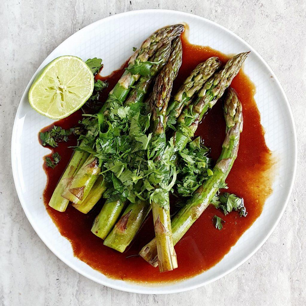 Szparagi w azjatyckim sosie