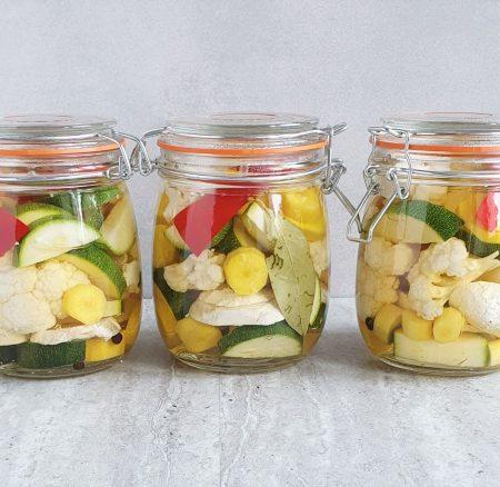 Kolorowe i chrupiące piklowane warzywa