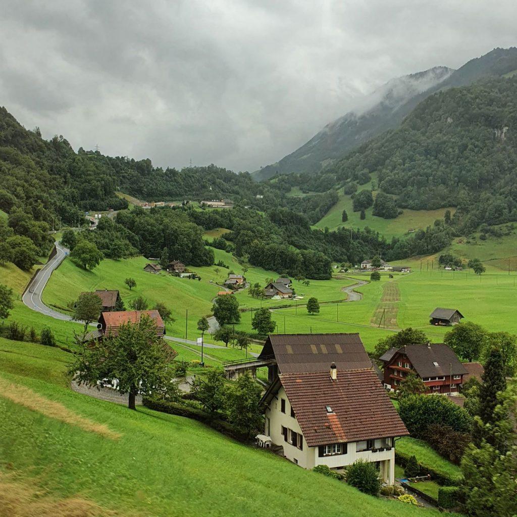 widoki z pociągu Szwajcaria